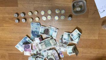 Część odzyskanych przez policjantów pieniędzy (fot.: KPP Zgorzelec)