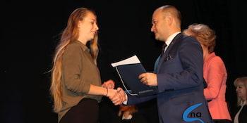 Najlepsi uczniowie odebrali stypendia i nagrody burmistrza cz. 1 - zdjęcie nr 102