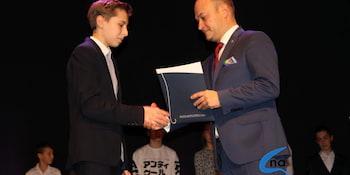 Najlepsi uczniowie odebrali stypendia i nagrody burmistrza cz. 1 - zdjęcie nr 23