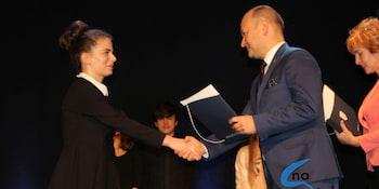 Najlepsi uczniowie odebrali stypendia i nagrody burmistrza cz. 1 - zdjęcie nr 95