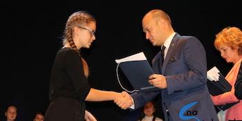 Najlepsi uczniowie odebrali stypendia i nagrody burmistrza cz. 1 - zdjęcie nr 58