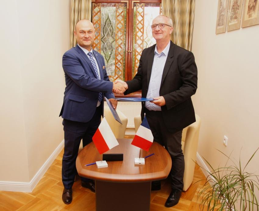 Burmistrz Miasta Zgorzelec Rafał Gronicz oraz Burmistrz Miasta Avion Aean-Marc Tellier (materiały prasowe UM Zgorzelec)