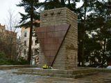 0fc-pomnik-w-gorlitz-od-1948-roku-upamietnia-ofiary-narodowego-socjalizmu-94f3_160x120
