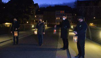 Przekazanie Betlejemskiego Światła Pokoju 2020 na moście Staromiejskim w Zgorzelcu / fot. UM Zgorzelec
