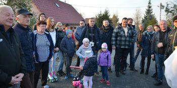 Mieszkańcy Radzimowa Górnego uroczyście otworzyli drogę - zdjęcie nr 2