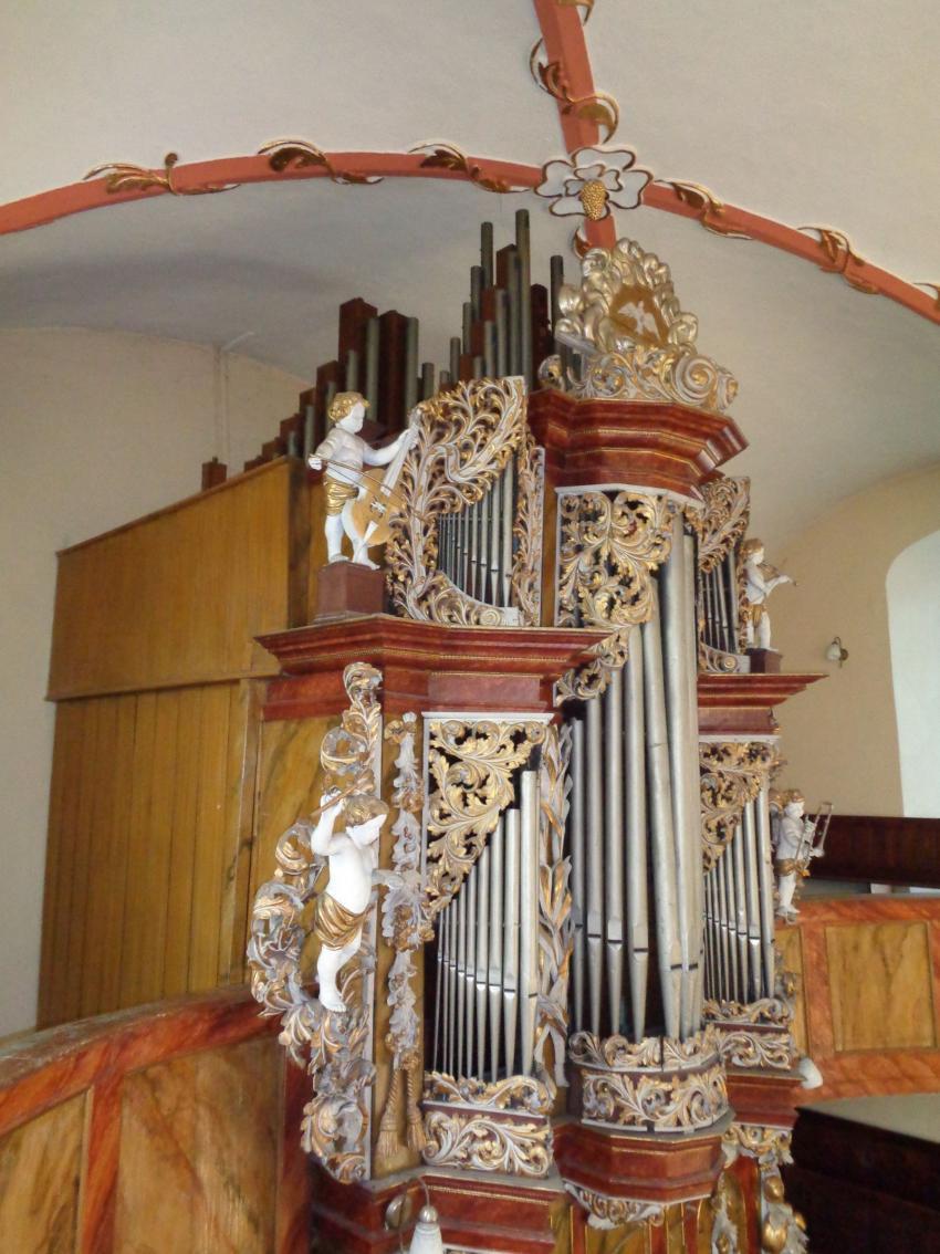 Organy w kościele pw. Podwyższenia Krzyża Świętego w Sulikowie / fot. UG Sulików