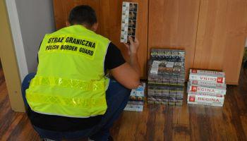 Zabezpieczone na targowisku w Sieniawce nielegalne papierosy / fot. NOSG