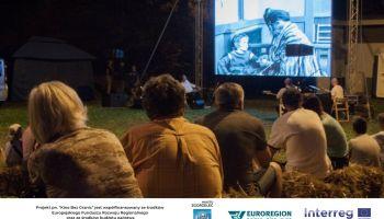 "Plenerowe ""Kino Bez Granic"": seanse, pantomima i muzyka na żywo"