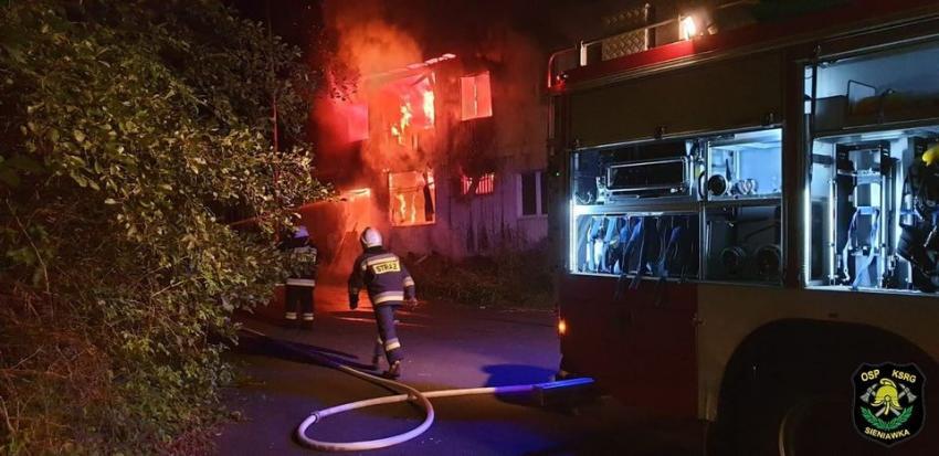 Pożar budynku po byłej placówce straży granicznej w Bogatyni / fot. OSP KSRG Sieniawka