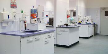 Tak pracuje laboratorium wykrywające koronawirusa - zdjęcie nr 8