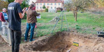 Ekshumacja szczątków niemieckiego żołnierza w Zawidowie (fot. Jerzy Stankiewicz) - zdjęcie nr 12
