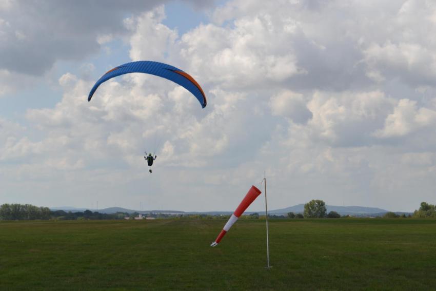 Paralotniarstwo i lotniarstwo na Trójstyku Granic / materiały prasowe Starostwa Powiatowego w Zgorzelcu