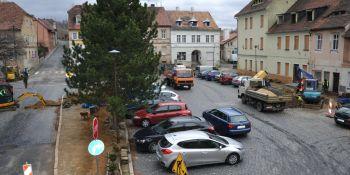 Przebudowa rynku w Zawidowie. Utrudnienia w ruchu i spadki ciśnienia wody - zdjęcie nr 3