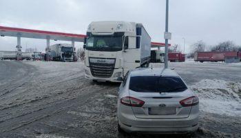 Zatrzymany do kontroli drogowej samochód ciężarowy / fot. KPP Zgorzelec