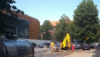 Usuwanie awarii sieci wodociągowej przy ul. Wolności w Zgorzelcu