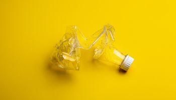 Plastikowa butelka / fot. Stas Knop / pexels.com