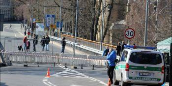 Gigantyczne korki na granicy w Jędrzychowicach. Odstać trzeba nawet kilka godzin - zdjęcie nr 2