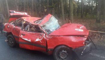 Zniszczone auto / fot. OSP Węgliniec