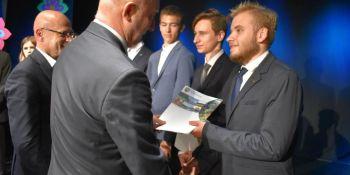 Najlepsi uczniowie odebrali Stypendia Starosty Zgorzeleckiego! - zdjęcie nr 20