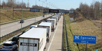 Gigantyczne korki na granicy w Jędrzychowicach. Odstać trzeba nawet kilka godzin - zdjęcie nr 11