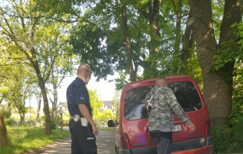 Zatrzymany przez policjantów kierowca Peugeota / fot. KPP Zgorzelec