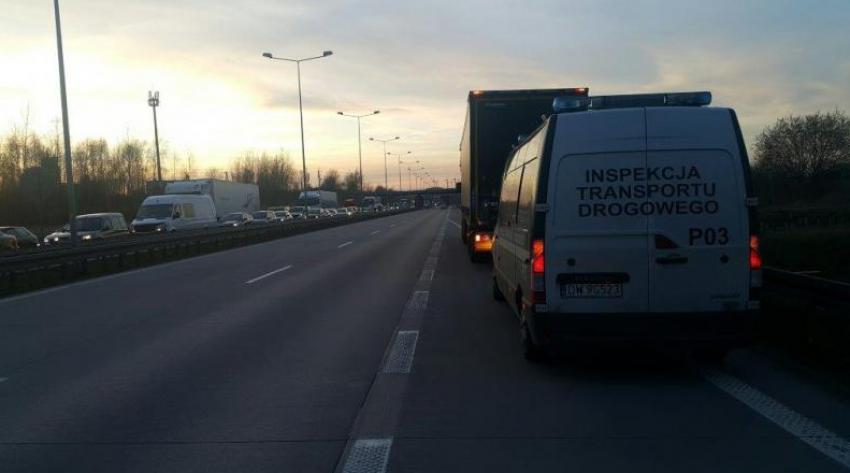 COFAŁ TIREM NA A4 PRZEZ 2 KILOMETRY / fot. Wojewódzki Inspektorat Transportu Drogowego we Wrocławiu