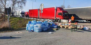 Mieszkańcy Zgorzelca pomagają! Kierowcy, którzy utknęli na autostradzie dziękują! - zdjęcie nr 4