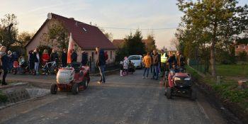 Mieszkańcy Radzimowa Górnego uroczyście otworzyli drogę - zdjęcie nr 1