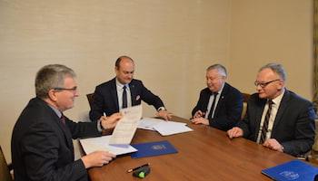 Podpis pod deklaracją przystąpienia do projektu złożył prezes zarządu ZGiUK Michał Turkiewicz   fot.: materiały prasowe ZGiUK