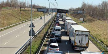 Gigantyczne korki na granicy w Jędrzychowicach. Odstać trzeba nawet kilka godzin - zdjęcie nr 12