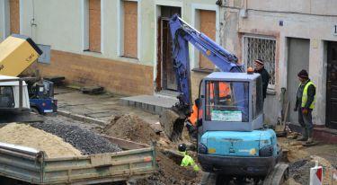 Przebudowa rynku w Zawidowie. Utrudnienia w ruchu i spadki ciśnienia wody - zdjęcie nr 5