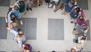 Projekt Worcation jest dla młodych dorosłych w wieku 16-26 lat z Niemiec, Polski, Republiki Czeskiej, Włoch, Ukrainy i Francji