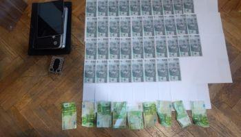 Podrobione banknoty oraz sprzęt służący do przestępstwa / fot. KPP Zgorzelec