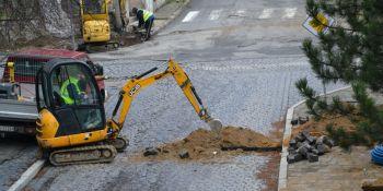 Przebudowa rynku w Zawidowie. Utrudnienia w ruchu i spadki ciśnienia wody - zdjęcie nr 4