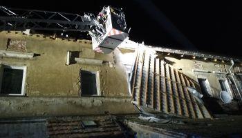 Zerwany dach w budynku mieszkalnym w Małej Wsi Dolnej / fot. mł. kpt. Grzegorz Fleszar / KP PSP Zgorzelec