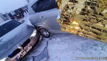 Kolizja Toyoty z nieoznakowanym radiowozem policji