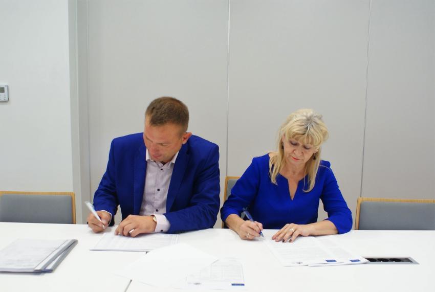 Umowa na budowę świetlicy w Tylicach podpisana / fot. Urząd Gminy Zgorzelec