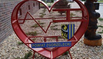 Pojemnik na plastikowe nakrętki przy Starostwie Powiatowym w Zgorzelcu / fot. Starostwo Powiatowe w Zgorzelcu