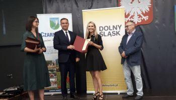 Promesę dla Powiatu Zgorzeleckiego odebrała Monika Galasiak – Sekretarz Powiatu Zgorzeleckiego / fot. Starostwo Powiatowe