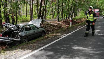 Wypadek na DW 296 pomiędzy Czerwoną Wodą a Węglińcem / fot. OSP Czerwona Woda