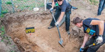 Ekshumacja szczątków niemieckiego żołnierza w Zawidowie (fot. Jerzy Stankiewicz) - zdjęcie nr 15