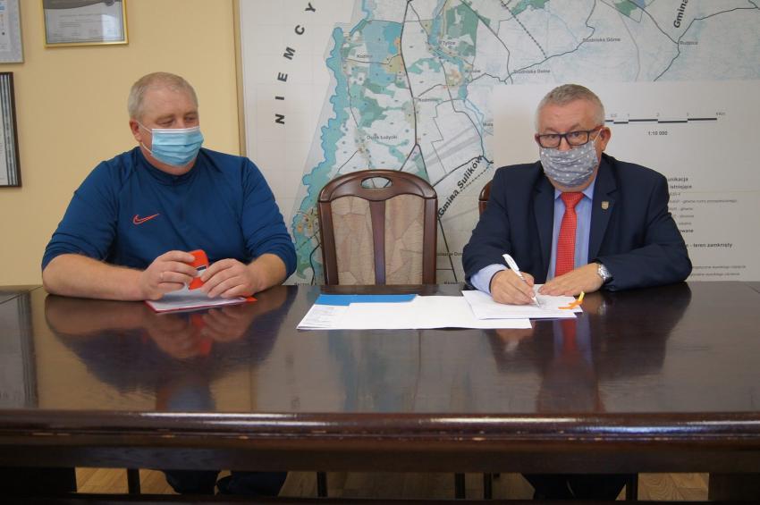 Podpisanie umowy na przebudowę drogi w Żarskiej Wsi / fot. UG Zgorzelec