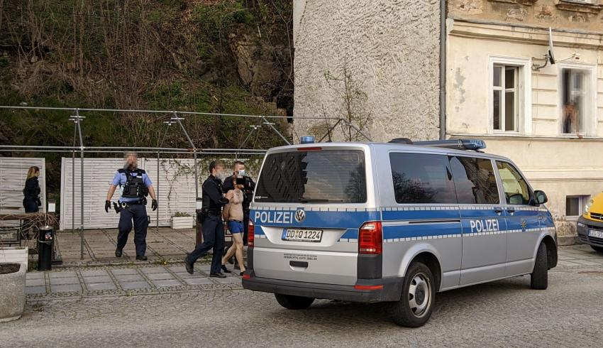 Niemiecka policja osobiście złożyła gratulacje transgranicznemu morsowi :)