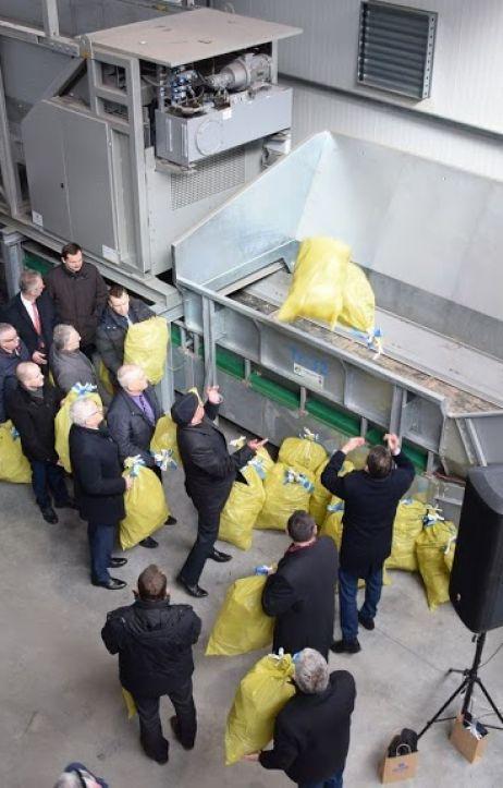 W Lubaniu otwarto nowoczesną sortownię odpadów. Będą z niej korzystać także gminy z powiatu zgorzeleckiego