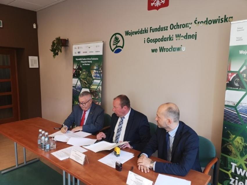 """Podpisanie porozumienia do programu """"Czyste Powietrze"""" / fot. Gmina Zgorzelec"""