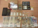 a96-zabezpieczone-przez-policjantow-narkotyki-telefony-wagi-elektroniczne-oraz-woreczki-strunowe-fot-kpp-zgorzelec-4a78_160x120