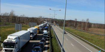 Gigantyczne korki na granicy w Jędrzychowicach. Odstać trzeba nawet kilka godzin - zdjęcie nr 13