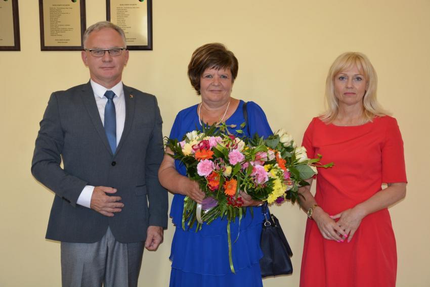 Wójt Robert Starzyński, skarbnik Maria Maciaczek i zastępca wójta Elżbieta Piotrowska / fot. UG Sulików