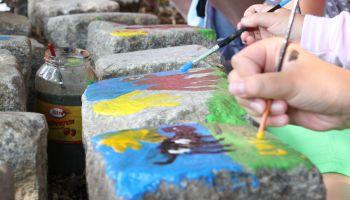 Malowanie na kamieniach / fot. www.zoo-goerlitz.de
