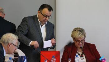 Za kandydaturą Krzysztofa Mazurka głosowało 11 radnych, 5 wstrzymało się od głosu.